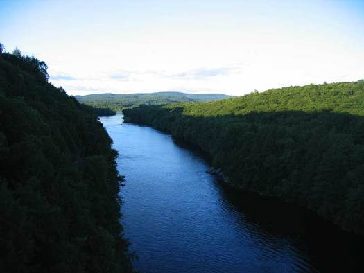 The Connecticut River is one of many across the country polluted by companies that have sought environmental waivers during the pandemic. (idenimadept/Wikimedia Commons)