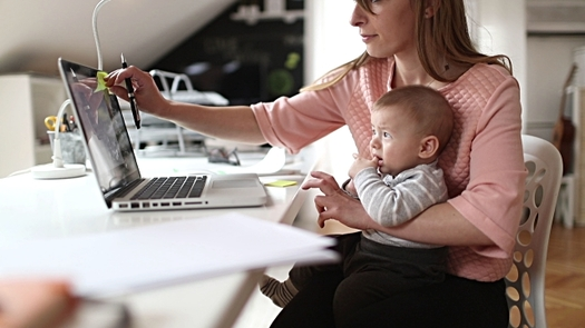 More than 150,000 undergraduate students in Texas are single mothers. (lyncconf.com/Flickr)