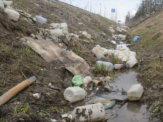 An estimated $4 million in tax dollars are spent annually to clean up litter alongside Ohio's highways. (AdobeStock)