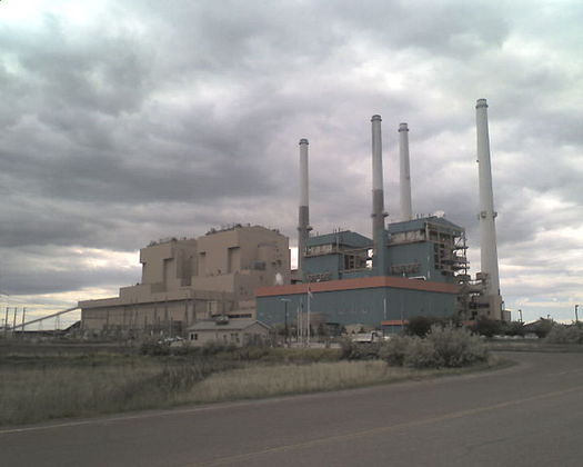 Puget Sound Energy has a 25% stake in Unit 4 of the Colstrip coal plant in Montana. (P.primo/Wikimedia Commons)