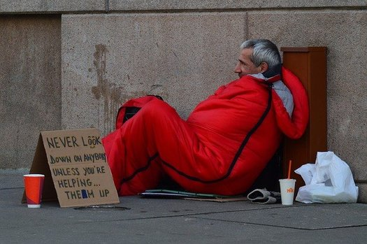 As temperature drop, homeless shelters struggle to accommodate those in need of shelter while also social distancing to prevent the spread of COVID-19. (quinntheislander/Pixabay)