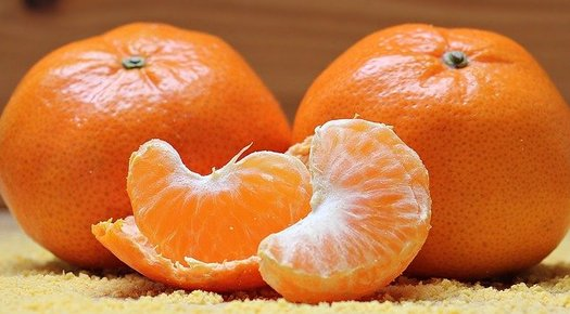 In March, the COVID-19 onset packed eight years of projected sales growth at grocery stores into one month, with oranges still a big seller. (pixel2013/Pixabay)