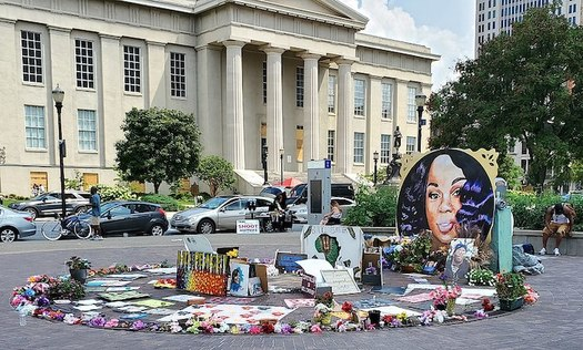 Supporters built a memorial in downtown Louisville, Ky. for Breonna Taylor, who was fatally shot by police during a no-knock raid in March 2020. (Wikimedia Commons).