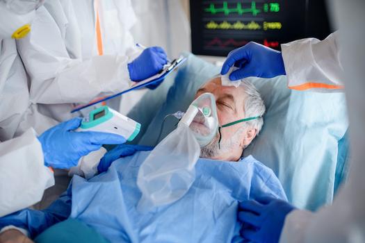 La planificación de la atención al final de la vida ha adquirido una mayor urgencia a medida que aumentaron los casos de COVID-19 y las muertes. (Halfpoint/Adobe Stock)
