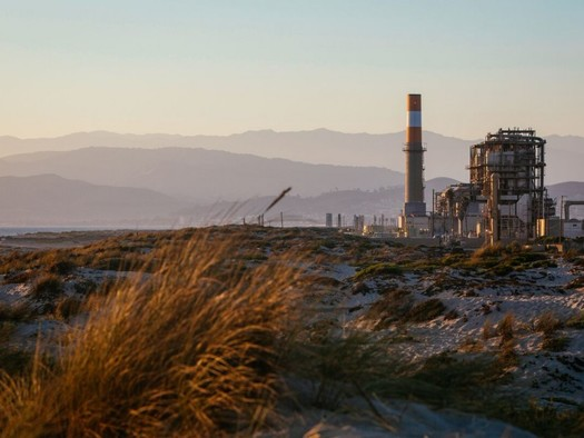 Oxnard is one of many California cities moving away from fossil-fuel plants and toward renewable energy in order to help slow climate change. (Earthjustice)