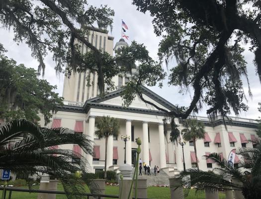 Florida continúa resistiendo significativas llamadas e incentivos financieros para expandir la elegibilidad de Medicaid para casi todos los adultos y niños pobres del estado. (Trimmel Gomes)