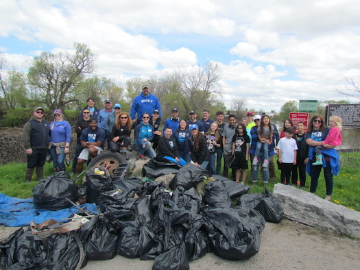 In past Spring Sweeps, 2,000 volunteers at fifty sites have collected 20 tons of trash in a single morning. (Photo: Buffalo Niagara Waterkeeper)