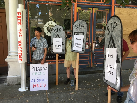 Protesters demonstrated outside the German House in Seattle over the weekend. (Washington Fair Trade Coalition)