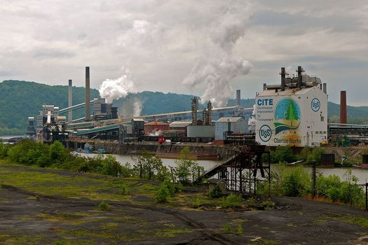 U.S. Steel's Clairton plant is the largest coke manufacturing facility in the United States. (Roy Luck/Wikimedia Commons)