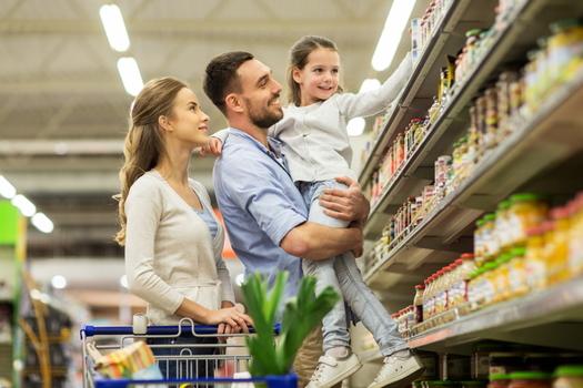 El Crédito Tributario por Hijos ampliado les da a las familias $ 250 o $ 300 cada mes por niño y puede usarse para cualquier cosa que la familia necesite, como comestibles, alquiler o servicios públicos. (Stock de Adobe)