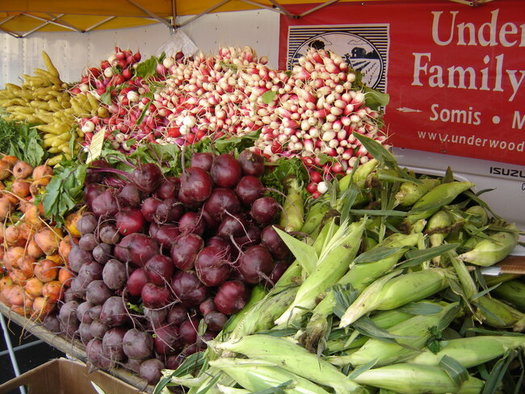 Farmers' markets are starting to reopen, after some had to shut down when their venues were closed during the COVID lockdowns. (SEE LA)