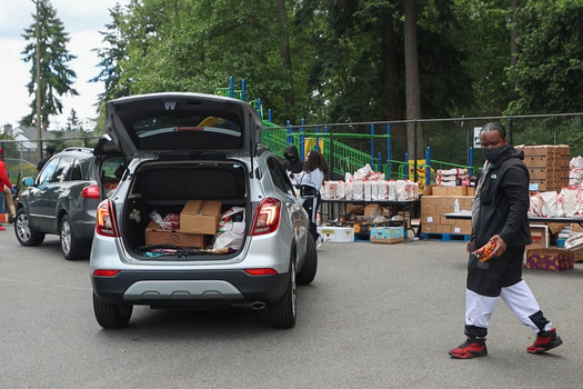 In order to receive meals from the Feeding Our Communities program, about 120 cars line up every Thursday. (United Way of King County)