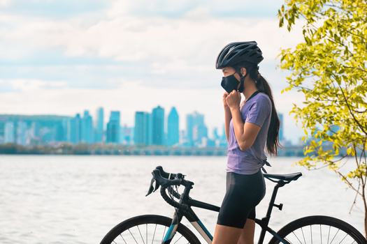 Health professionals compare bike-helmet laws to laws requiring people to wear seat belts. (Maridav/Adobe Stock)