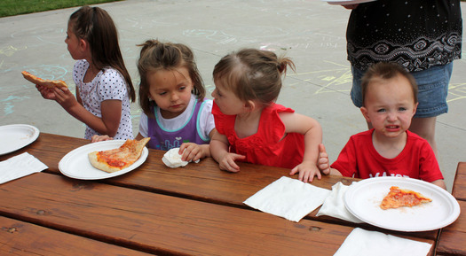 PHOTO: Kids eating lunch in a park. Credit: Deborah Smith