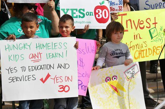 Manifestaci�n de Reclaim California's Future 1