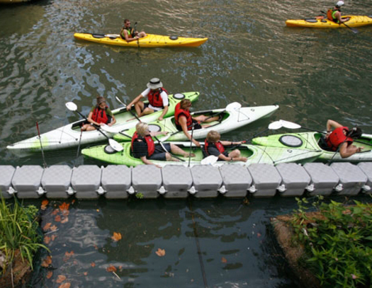 photo: Chicago River kayakers      Courtesy of: ELPC.org