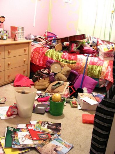 PHOTO: It's a common struggle in families, getting kids to clean their rooms. Some parents turn to bribes and others to discipline, but experts say both of those options do more harm than good and instead parents should offer help and guidance. CREDIT: Evelyn Giggles