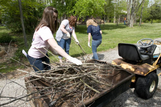 PHOTO: On Saturday, students from Western Illinois University will join millions of Americans in the largest community service effort in the nation. Photo of students volunteering. Courtesy WIU.