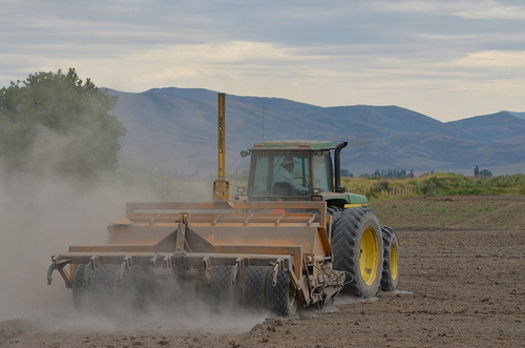 PHOTO: The University of Nevada, Reno hopes several workshops being held around the state help farmers survive another year of extreme drought. Photo courtesy USDA.
