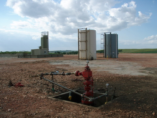 """PHOTO: Connecticut is not cost-effective turf for natural-gas """"fracking"""" but conservation advocates are sending an Earth Week message to bar fracking waste from wells like this one from entering the state. Photo credit: Wikipedia."""