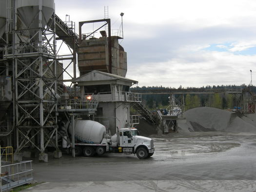 PHOTO: Cement plants in Arizona and around the nation will no longer be able to get off the hook for releasing dangerous pollutants and claiming it was a mistake, after a ruling Friday by a federal appeals court. Photo credit: Joe Mabel/Wikimedia Commons.