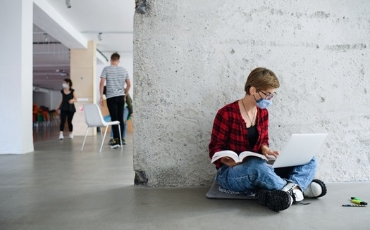 Around 80% of first-time college students surveyed had positive feedback about their educational experience in fall 2020. (AdobeStock)