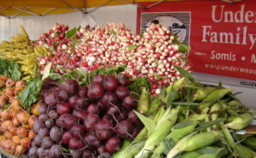 The Market Match program gives people who qualify for food assistance an extra $10 to spend at farmer's markets.(SEE-LA)