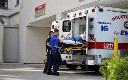 Muchos estados, incluido el de Texas, han aprobado leyes que prohíben la facturación médica sorpresa, pero han omitido a las compañías de ambulancias de las reglas. (artisticoperations / Pixabay)