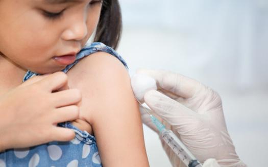 Un nuevo informe de la Universidad de Georgetown y la Academia Estadounidense de Pediatría recomienda una campaña de salud pública coordinada y de gran alcance sobre las vacunas infantiles. (Adobe Stock)