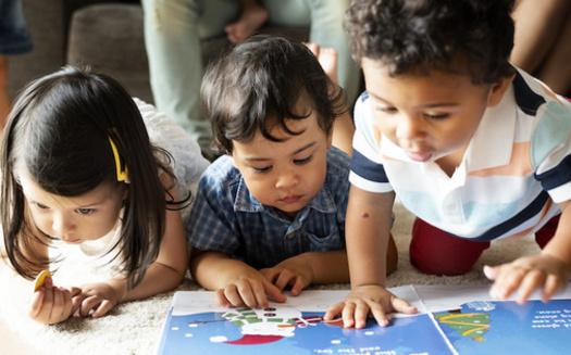 Título gráfico: Las investigaciones apuntan cada vez más a la primera infancia, el período desde el nacimiento hasta los siete años, como el momento más crítico en la vida de un niño. (Adobe Stock)