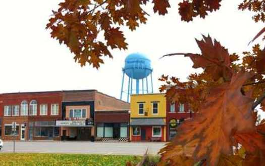 The town of Bloomfield is located in southern Iowa, 11 miles from the Missouri border. (cityofbloomfield.org)