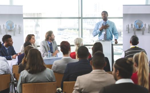 Estudios muestran que tener equipos de liderazgo más diversos conduce a mayores ingresos por innovación. (wavebreak3 / Adobe Stock)