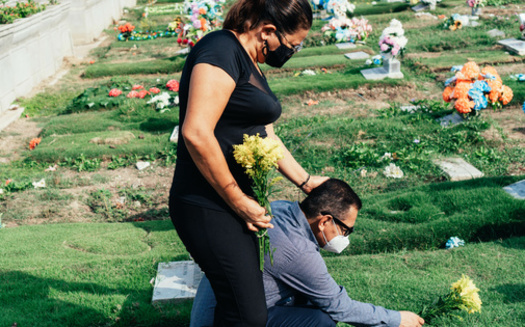 As the pandemic continues to claim lives, bereaved families can apply for FEMA aid to cover up to $9,000 in funeral expenses of individuals who have died from COVID-19 on U.S. soil. (Adobe Stock)