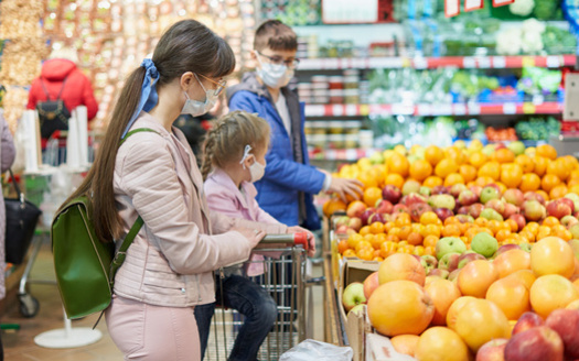 A survey found that increased SNAP benefits during the pandemic helped families eat healthier foods. (Adobe Stock)<br />