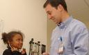 FOTO: Los expertos recomiendan trabajar con los ni�os durante su edad temprana para prevenir que contin�e el problema de la obesidad infantil. Foto cortes�a de: Children�s Hospital Colorado.