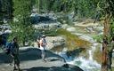 Excursionistas disfrutan el Arroyo Creek en el Bosque Nacional Sierra, una �rea que ha sido dejada fuera de ls lista del Servicio Forestal de lugares por recomendar para protecci�n silvestre. (Steve Evans, Californig Wilderness Coalition)