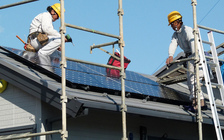 Long Island solar power now saves 200,000 tons of carbon emission per year. (CoCreatr/flickr.com)
