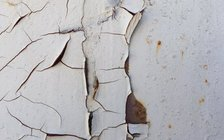 Peeling lead paint from homes built before 1978 is the primary source of lead poisoning in California, but lead also is found in some makeup from Afghanistan, turmeric from India and pottery from Mexico. (Bournedead/Morguefile)