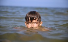 Hidden dangers when swimming in open water include currents, vegetation, rocks and sudden drop-offs. (Pixabay)<br />