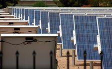 About 8 in 10 Arizonans in a new poll said the state needs to develop its own renewable energy sources rather than relying on imported coal, natural gas and oil. (Wikimedia Commons)