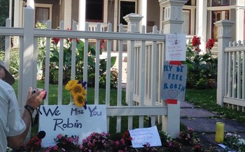 PHOTO: Actor and comedian Robin Williams reportedly took his own life on Monday. A memorial has sprung up outside the house in Boulder CO where parts of his show Mork and Mindy was filmed. Photo credit: David Crandall