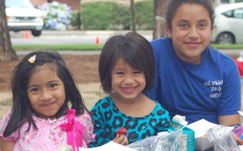 Three sisters enjoy a summer lunch at a Beaverton city park. Summer meal programs in Oregon aren't always indoors, and some providers find they can feed more children with mobile meal delivery. Courtesy: Partners for a Hunger-Free Oregon.