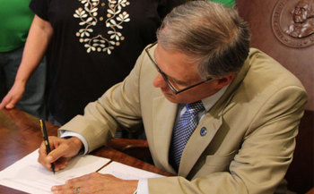 On Monday, just a week after a state budget impasse almost prompted a mass layoff of state workers, Gov. Jay Inslee signed new employee contracts in a State Capitol ceremony. Credit: Laura Reisdorph/Wash. Federation of State Employees.
