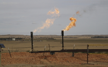 U.S. taxpayers have lost an estimated $380 million since 2006 because of flaring and venting of natural gas at drilling sites on federal lands. Credit: sakakawea7.