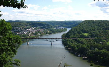 Runoff entering the Allegheny River contains arsenic, lead and mercury. Credit: David Fulmer/Wikimedia Commons