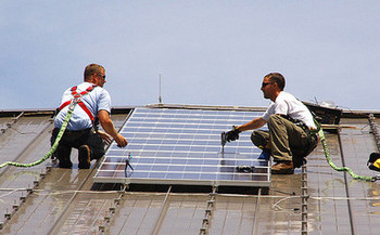 Many veterans are transferring military experience into solar-industry careers. Credit: U.S. Army Environmental Command/Flickr