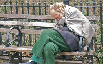 An estimated 3,000 to 4,000 homeless people live on the streets of New York City. (Ed Yourdon/Wikimedia Commons)