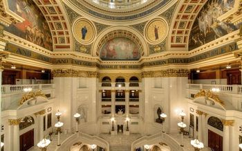 Organizations issue fair budget recommendations at the State Capitol on Tuesday. (Bestbudbrian/Wikimedia Commons)