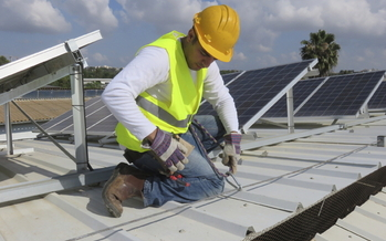 Solar power advocates are urging Minnesota retailers to use their rooftops for clean energy. (iStockphoto)