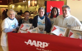 More than 750,000 Marylanders don't have enough to eat and volunteers are helping to end that by participating in a food drive. (AAR.)